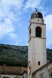 Piękny dzwonkowy wierza w ulicie w starym miasteczku Dubrovnik Obraz Stock