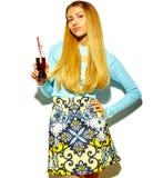 Piękny elegancki modnisia model w studiu Zdjęcie Stock
