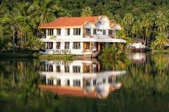 Piękny halny jeziorny tropikalny kurort zdjęcia royalty free
