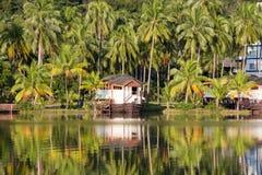Piękny halny jeziorny tropikalny kurort fotografia stock