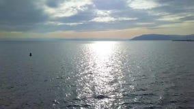 Pi?kny jeziorny widok trutnia widok baikal jeziora zdjęcie wideo