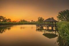 Piękny jezioro i gazebo na nim natura Zdjęcie Royalty Free