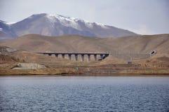 Piękny jezioro i snowberg obraz royalty free