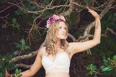 Piękny kobieta portret outdoors fasonuje Zdjęcie Stock