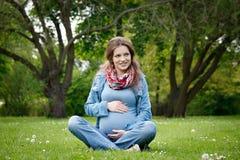 piękny kobieta w ciąży zdjęcia royalty free