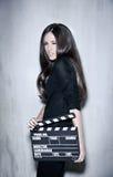 Piękny kobiety mienia clapperboard Fotografia Royalty Free