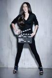Piękny kobiety mienia clapperboard Zdjęcie Royalty Free