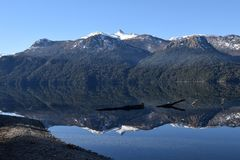 piękny krajobraz Jeziora i góry Obraz Stock