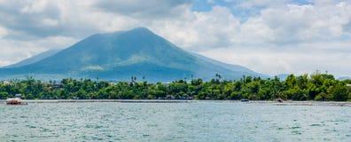 Piękny krajobraz Sampaloc jezioro przy San Pablo, Laguna, Phili Obraz Stock