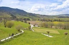 Piękny krajobraz w Gruyeres z niebieskim niebem i chmurami Zdjęcie Stock