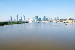 Piękny krajobraz w ranku saigon rzeka, centrum chi Minh miasto Ho Zdjęcia Royalty Free