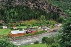 Piękny krajobrazu, scenerii widok Norwegia i, zielona sceneria wzgórza i góra Zdjęcie Royalty Free