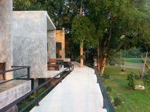 Piękny kurort z surowym betonem Zdjęcia Royalty Free