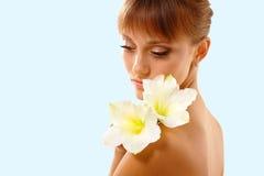 piękny kwiatu dziewczyny target1734_0_ nastoletni Obrazy Stock