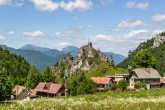 Piękny lato widok na Mala Fatra górach od Komjatna, Sistani obraz royalty free