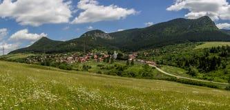 Piękny lato widok na Valaska Dubova wiosce, Sistani obrazy royalty free