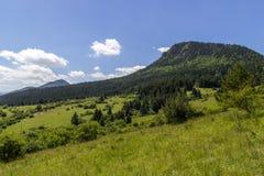 Piękny lato widok na Valaska Dubova wiosce, Sistani Obrazy Stock