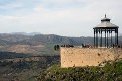 Pi?kny miasto na g?rze g?ry w Hiszpa?skiej prowincji Malaga w Andalusia Widok obraz royalty free