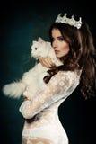 Piękny moda model, kot i Obrazy Stock