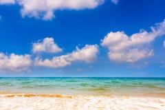Piękny morza i chmur niebo Obrazy Stock