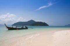 Piękny morze i niebieskie niebo przy Andaman morzem, Thailand Obraz Stock