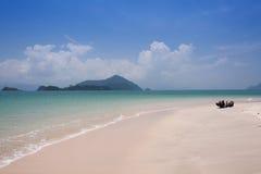 Piękny morze i niebieskie niebo przy Andaman morzem, Thailand Obrazy Stock