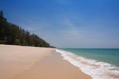 Piękny morze i niebieskie niebo przy Andaman morzem, Thailand Zdjęcia Stock