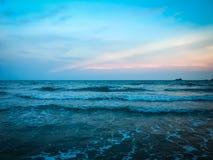 Piękny morze przy zmierzchu czasem Zdjęcie Stock