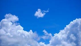 Piękny niebieskie niebo z chmurami Zdjęcia Stock