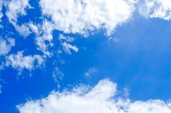 Piękny niebo, niebieskie niebo i lata niebo, Zdjęcia Royalty Free