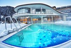 Piękny outside basen przy hotelem w Tyrol, Austria Fotografia Stock