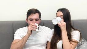 Pi?kny ranek Potomstwo para pije kaw? w ? zdjęcie wideo