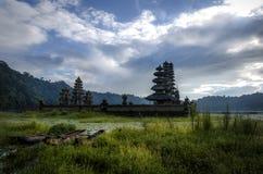 Piękny ranek przy Tamblingan jeziorem Zdjęcie Royalty Free