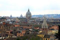 Piękny rzymski miasto krajobraz Rome z dziejowymi budynkami Obrazy Royalty Free
