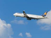 Piękny samolot Airbus A321-231 Lufthansa Fotografia Royalty Free
