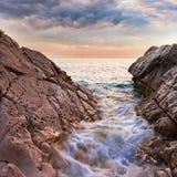Piękny seascape blisko Dubrovnik w Adriatyckim morzu przy zmierzchem Obraz Stock