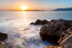 Piękny seascape blisko Dubrovnik w Adriatyckim morzu przy zmierzchem Fotografia Stock