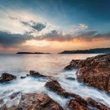 Piękny seascape blisko Dubrovnik w Adriatyckim morzu przy zmierzchem Obrazy Stock