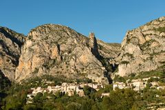 Pi?kny stary miasteczko w Provence, Moustiers Sainte Maria, Francja fotografia royalty free