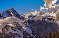 Piękny szczyt w pogodnej pogodzie Fotografia Stock