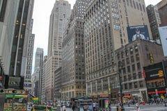 Pi?kny widok Broadway linia horyzontu przy wiecz?r czasem Pi?kni krajobrazowi t?a nowy Jork USA zdjęcia stock