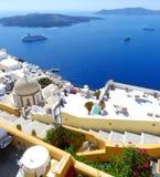 Piękny widok domy na Santorini wyspie i morze Obrazy Stock