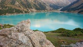 Piękny widok halny jezioro nadziemski kolor zdjęcia royalty free