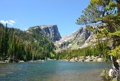 Piękny widok jezioro w górach Obrazy Royalty Free