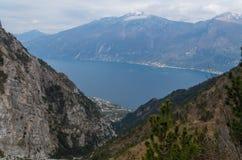 Piękny widok na Limone sul Garda od zbocza góry Zdjęcie Royalty Free