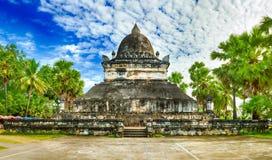 Piękny widok stupa w Wacie Visounnarath Laos panorama Fotografia Stock