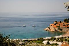 Pi?kny widok wyspa St Stephen Sveti Stefan przy wsch?d s?o?ca, Budva, zdjęcie stock