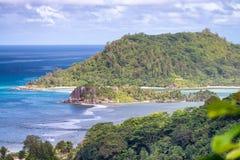 Piękny widok z lotu ptaka tropikalny krajobraz z górami i o Zdjęcie Stock