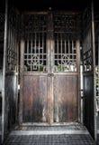 Piękny wielki stary drewniany drzwi Obrazy Stock