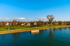 Piękny wiosna park na brzeg rzeki, Rhin, Kehl, Niemcy Zdjęcie Stock